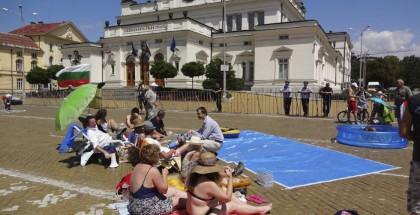 protesta bulgara frente al parlamento
